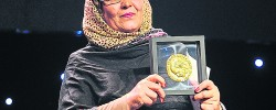 Afghan refugee teacher wins United Nations award