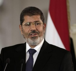 Egypt puts Mursi on trial over Qatar links