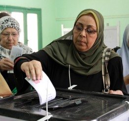 Egypt extends presidential vote to Wednesday amid low turnout