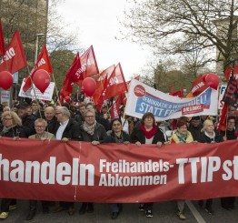 Germany: Thousands protest US-EU deal ahead of Obama visit