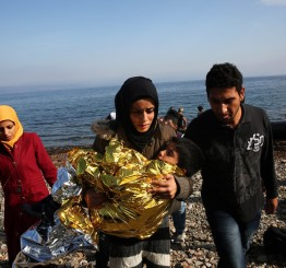Greece: Seven refugees die off Greek islands