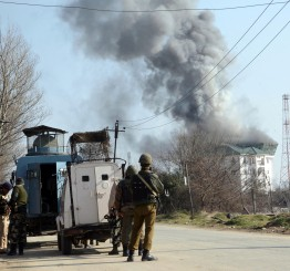 India: Militants storm into Indian Army camp in Kashmir