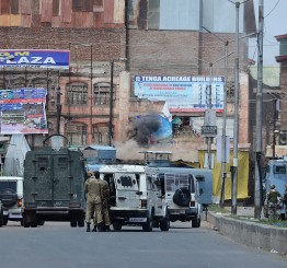 Militants storm Indian paramilitary camp in Kashmir, 6 killed