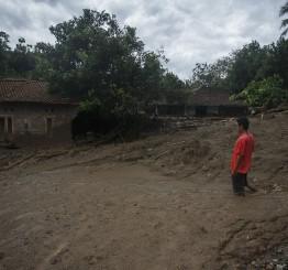 Indonesia: Death toll from floods, landslides hit 68