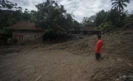 Indonesia: More than 60 dead in floods, landslides