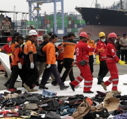Indonesia expands search for plane crash victims, 189 people killed