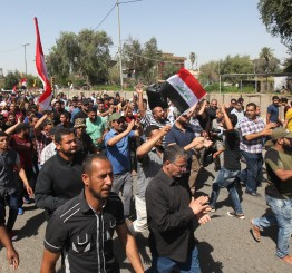 Iraq: Sadrists besiege Baghdad ministries amid mounting crisis