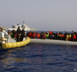 Italian navy rescues hundreds of migrants during Christmas