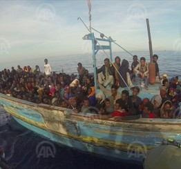 'Over 2,000 migrants die' trying to cross Mediterranean
