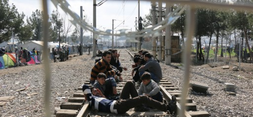 EU: Limited number of refugees cross into Macedonia