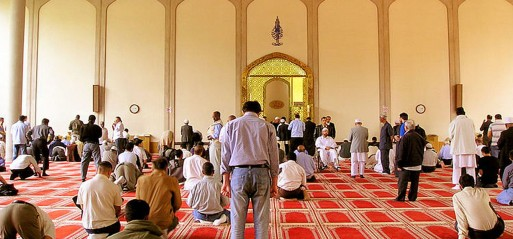 Mosque attendance correlates with social engagement, UK study finds