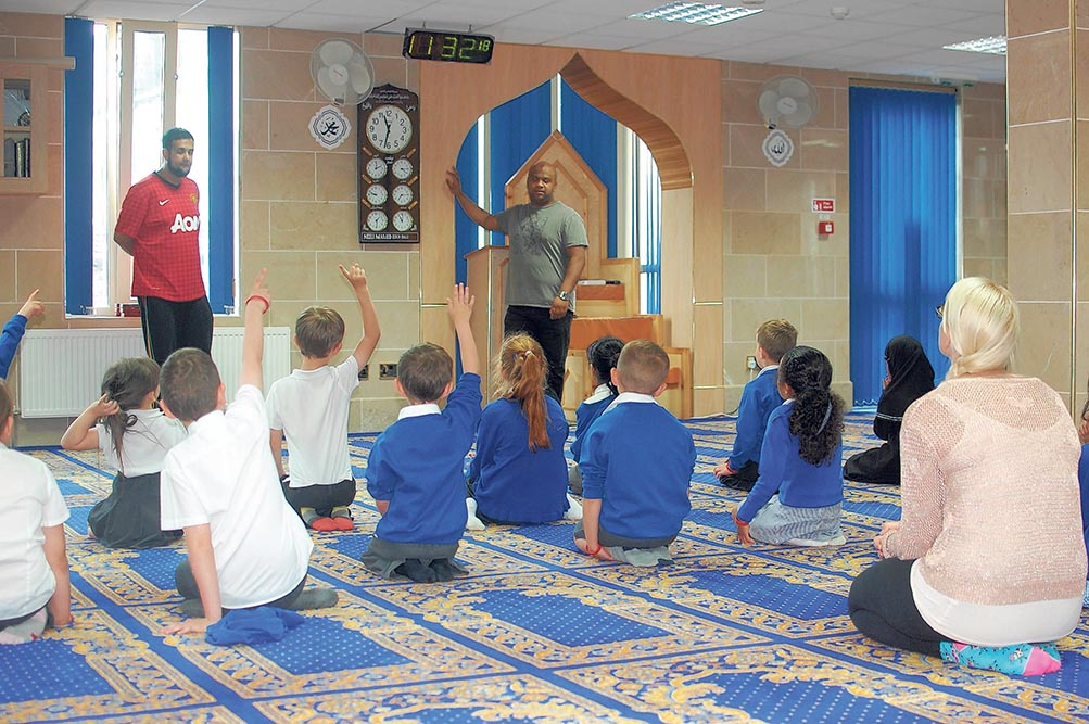 Neeli Mosque opens its doors to Rochdale primary schools