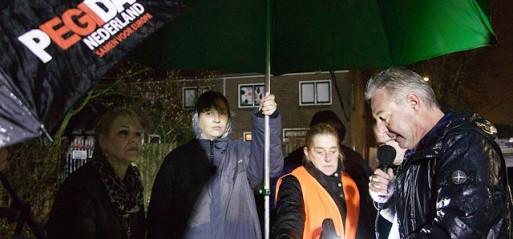 Netherlands: Islamophobic Pegida protests outside mosque