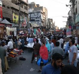 Pakistan makes masks mandatory as coronavirus cases climb