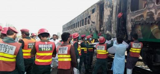 Pakistan: Train fire in NE Pakistan kills 65, injures 40