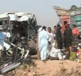 Pakistan bus collision kills 30