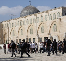 Palestine: Dozens of Jewish settlers storm Al-Aqsa Mosque compound