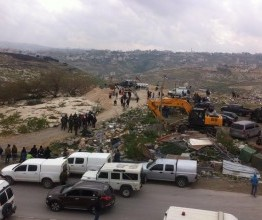 "Palestine: Israeli forces raid ""Jerusalem Gate"" village"