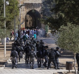 Palestine: Dozens of Israeli settlers storm Al-Aqsa complex