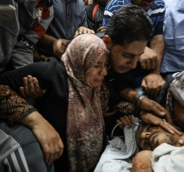 Palestine: Gazans return en masse to Israel border, one killed, hundreds injured