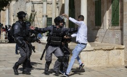 Palestine: Israeli forces attack Palestinian worshipers in Al-Aqsa