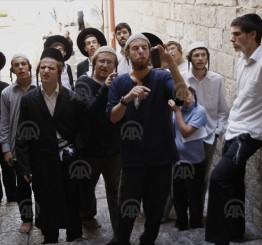 Palestine: Israeli police assault female worshipers at al-Aqsa as it allows settlers in