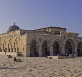 Palestine: Israeli forces attack worshippers inside Aqsa mosque