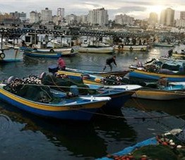 Palestine: Israeli warships open fire on Gaza fishermen