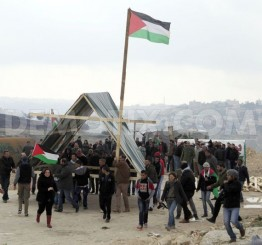Palestine: Israeli soldiers demolish Jerusalem Gate protest village