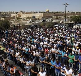 Palestine: Scores of Jewish settlers storm Al-Aqsa complex