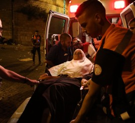 Palestine: Israeli police wound Palestinians near Al-Aqsa Mosque