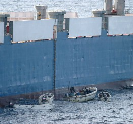 Somali pirates hijack oil tanker in Indian Ocean