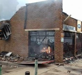South Africa: Rioters burn mosque, loot & burn Pakistani shops