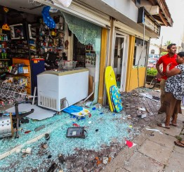 Sri Lanka: Anti-Muslim mob kills Muslim man, attacks Muslim shops, mosques
