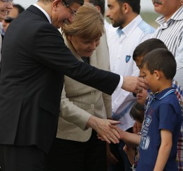 Turkey: Davutoglu, Merkel, Tusk visit refugees in SE Turkey