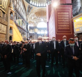 Turkey: Hagia Sophia Mosque sees 1st prayers in 86 years