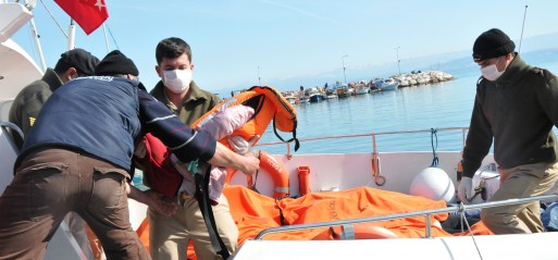 Turkey: 11 dead as migrant boat sinks off Izmir