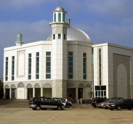 UK: Fire breaks out in Baitul Futuh center in S London
