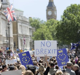UK: Tens of thousands pro-Remain rally in London