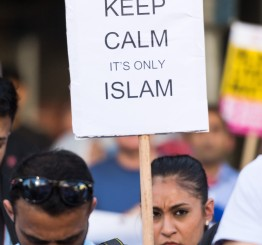 UK: Vigil held to protest Islamophobic attacks