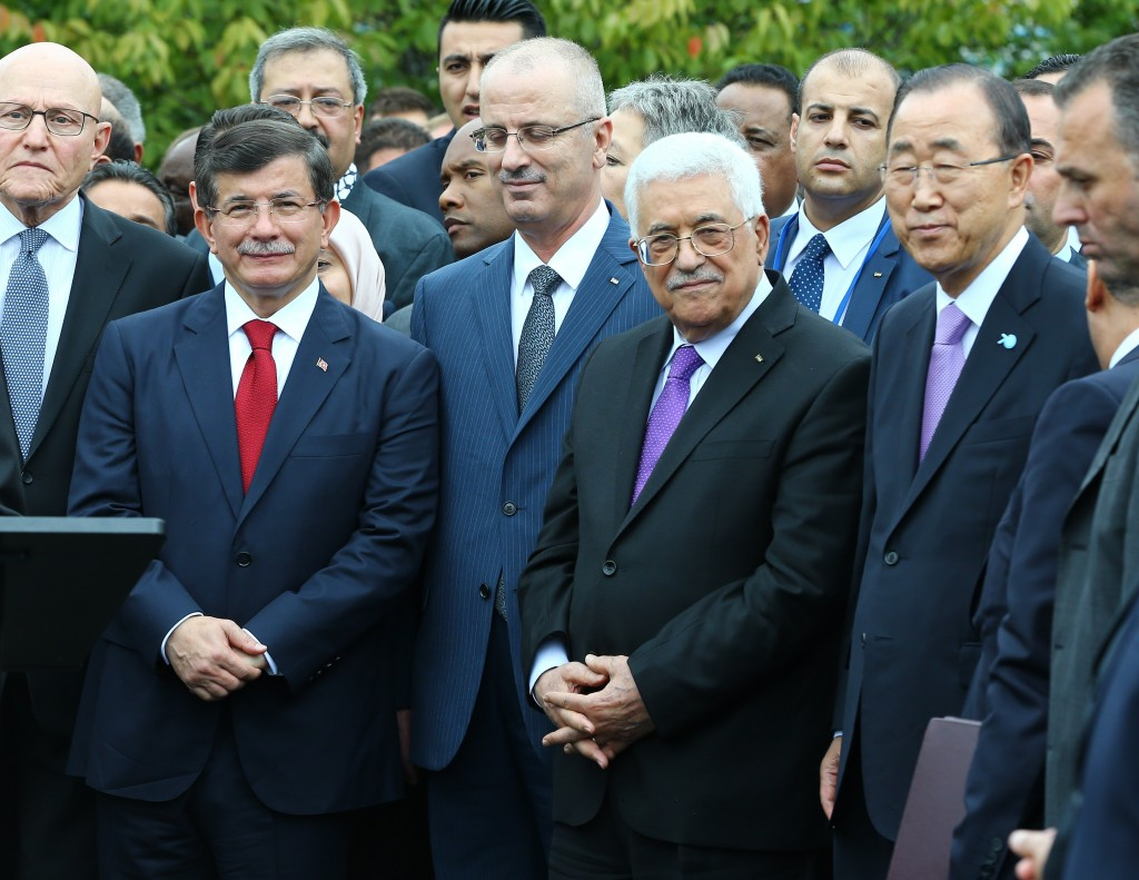 NEW YORK, USA - SEPTEMBER 30: (L-R) Lebanese Prime Minister Tammam Salam, Turkish Prime Minister Ahmet Davutoglu, Palestinian Prime Minister Rami Hamdallah, Palestinian President Mahmoud Abbas and UN Secretary-General Ban Ki-moon attend a ceremony to raise the Palestinian flag for the first time at the United Nations headquarters on September 30, 2015 in New York, USA. The green, black, red and white colored flag was raised during a formal ceremony following Palestinian President Mahmoud Abbas' address to the UN General Assembly. (Hakan Göktepe - Anadolu Agency)