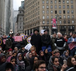 US: Sharp increase in anti-Muslim hate crimes in 2016