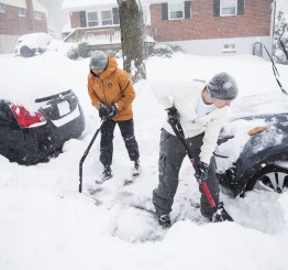US: Snowstorm brings eastern US to standstill