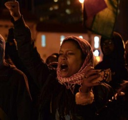 US: Police make arrests in US protests over 'chokehold' death