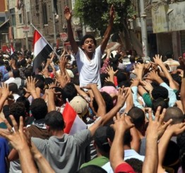 Egypt sees bloody clashes on 1st anniv. of Morsi's ouster