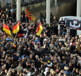 Germany: Right wing extremists violent attack against Muslims in Cologne