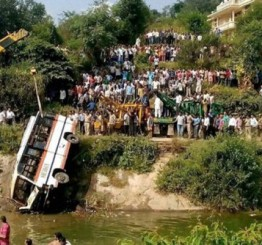 India: 11 killed in West Bengal bus accident