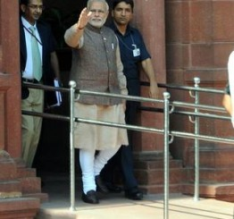 India: Modi combines portfolios; new ministers take charge