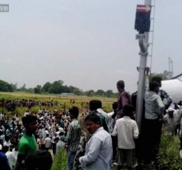 India: 20 feared dead as Gorakhdam Express rams goods train