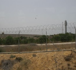 Palestine: Palestinian farmer shot by Israeli troops near Gaza border